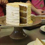 Un layer cake aux parfums canadiens avec du sirop d'érable et noix de pécan