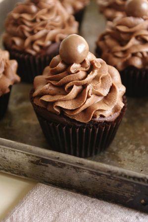 Des cupcakes au bon goût de Maltesers et avec un cœur crousti fondant de pâte d'Ovomaltine
