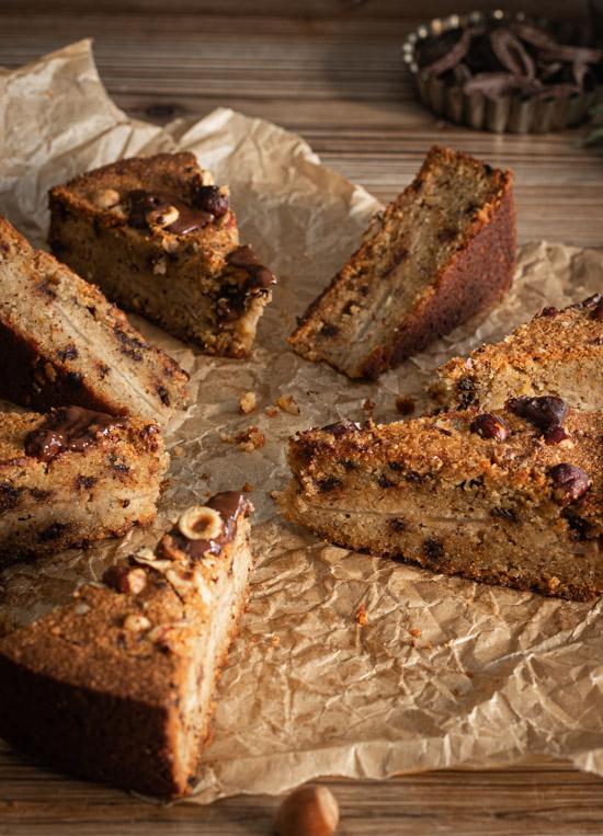 Vue intérieure du gâteau poire noisettes et chocolat