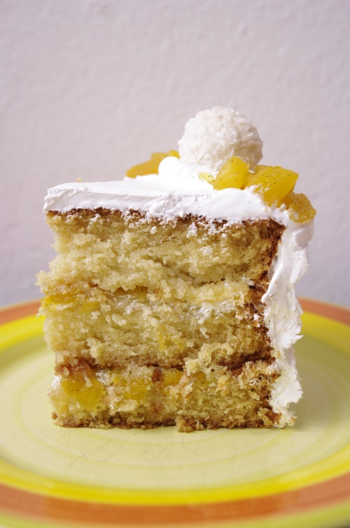 Une belle part de layer cake ananas coco