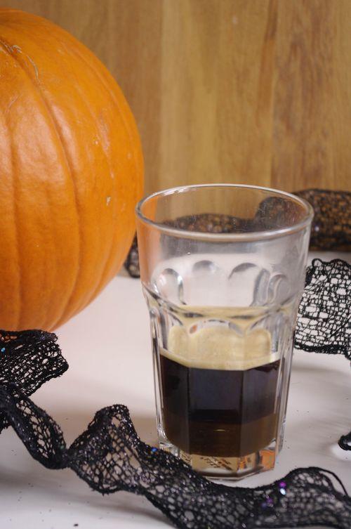 Espresso au caramel sur le sirop