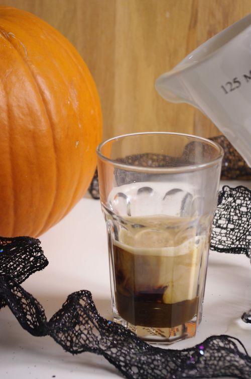 Un latte à la citrouille fait maison : le PSL de Starbucks