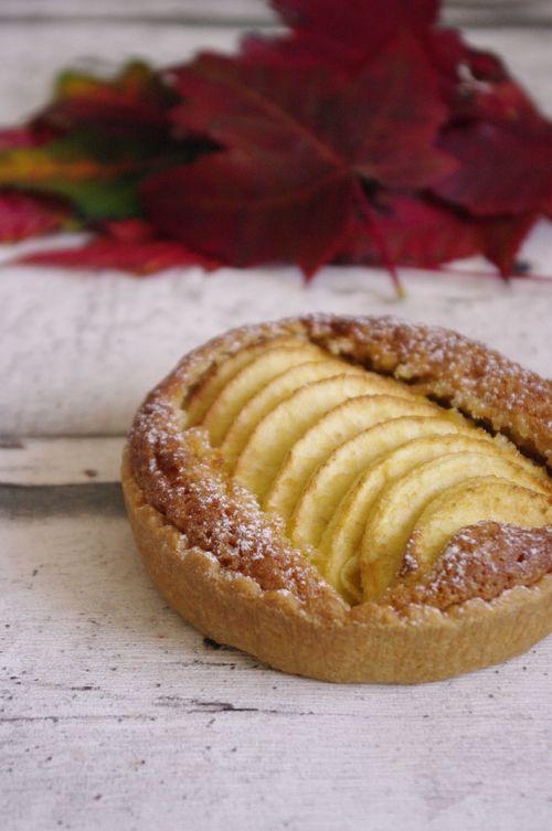 La traditionnelle tarte aux pommes et crème d'amande