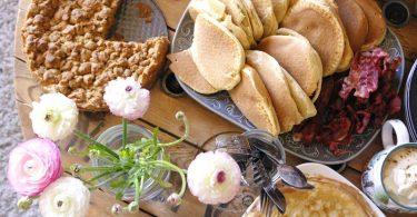 Brunch du dimanche avec crumble et pancakes