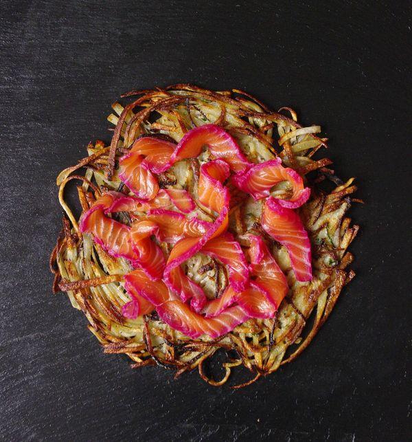 Galette de pommes de terre croustillante et saumon mariné