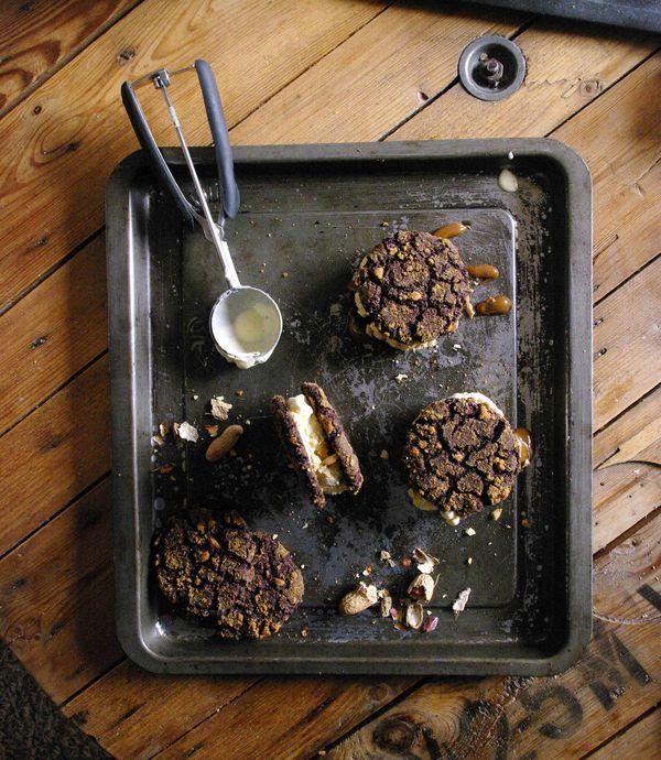 Ice cream sandwiches chocolat cacahuètes