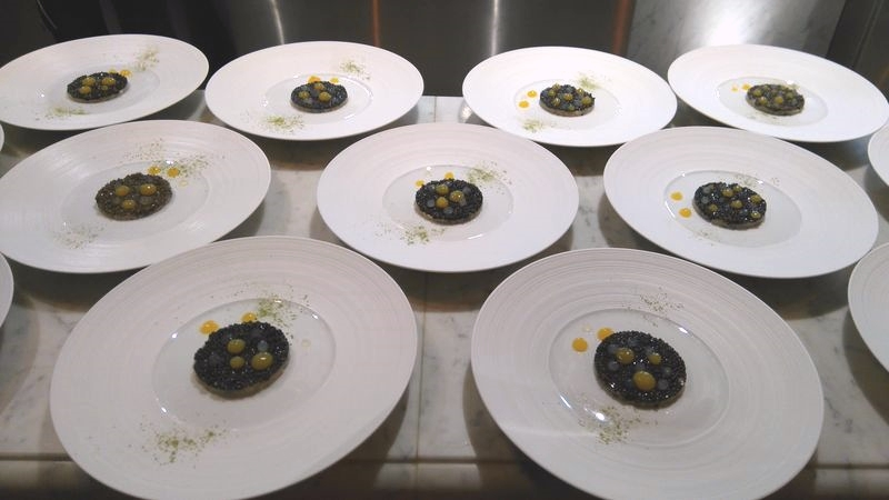 entree-assiettes-caviar