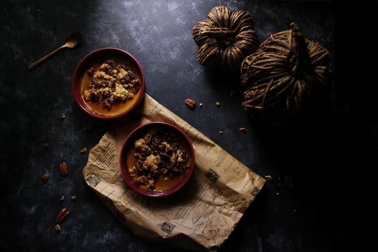 Crème citrouille et crumble croustillant aux noix de pécan