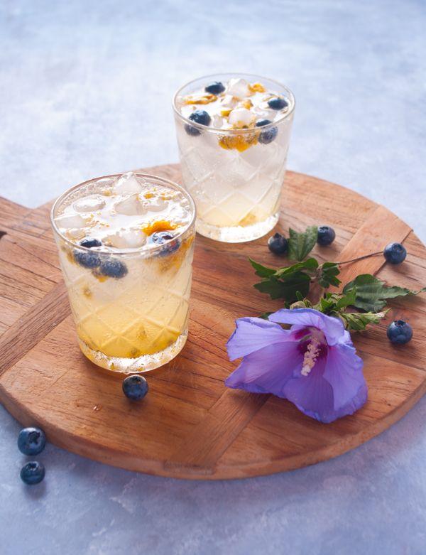 Eau fruitée à la passion, myrtille et citron vert ou comment boire et se régaler pendant l'été