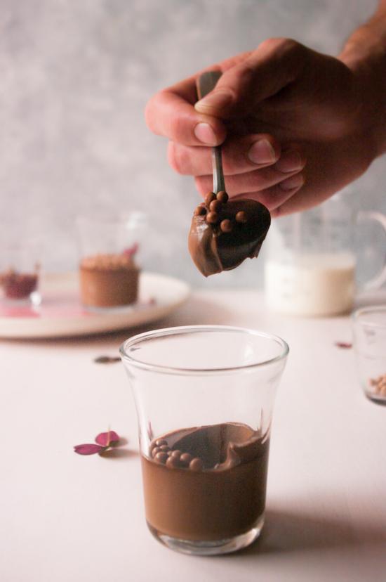 Texture crémeuse des petits pots de crème au chocolat