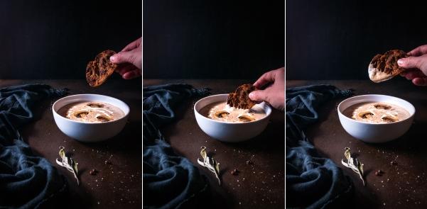 On plonge sa tartine de pain grillé dansla crème de champignon