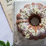 Fleurs de sureau sur ce gâteau couronne au citron