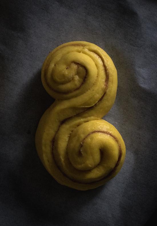 Brioches au safran et garniture à la cannelle : les lussekatter | I Love Cakes
