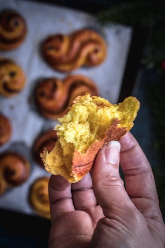 Des brioches suédoises au safran à la mie filante | I Love Cakes