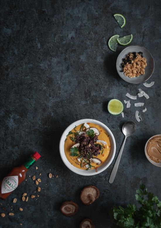 Soupe thaïe à la butterut, lait de coco et cacahuètes