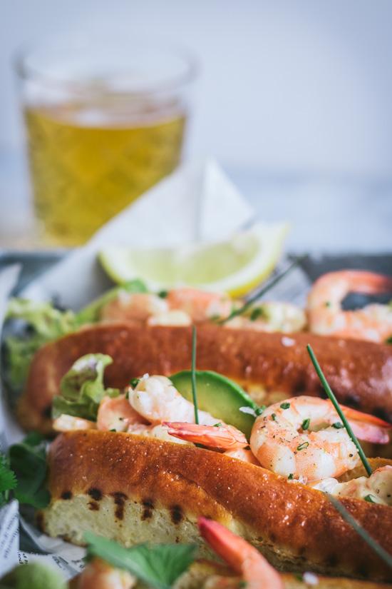 Lobster roll en version crevette et avocat