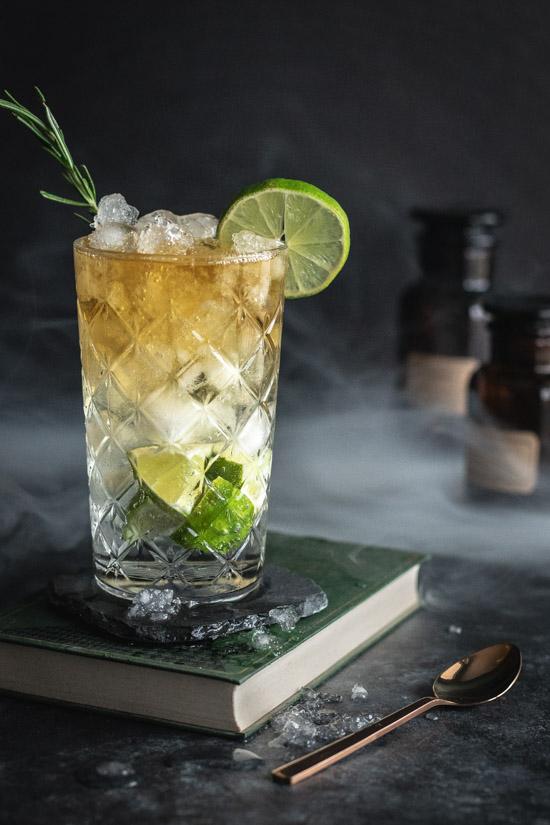 Un cocktail de caractère à base rhum épicé et de bière au gingembre
