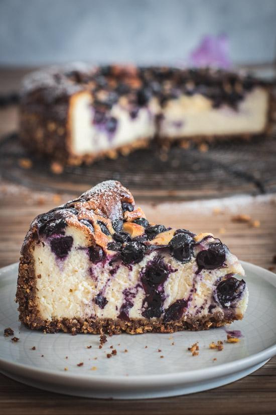 Part de cheesecake aux murtilles fraîches