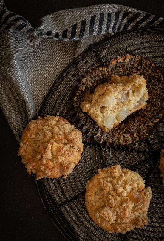 Intérieur d'un muffin moelleux à la poire