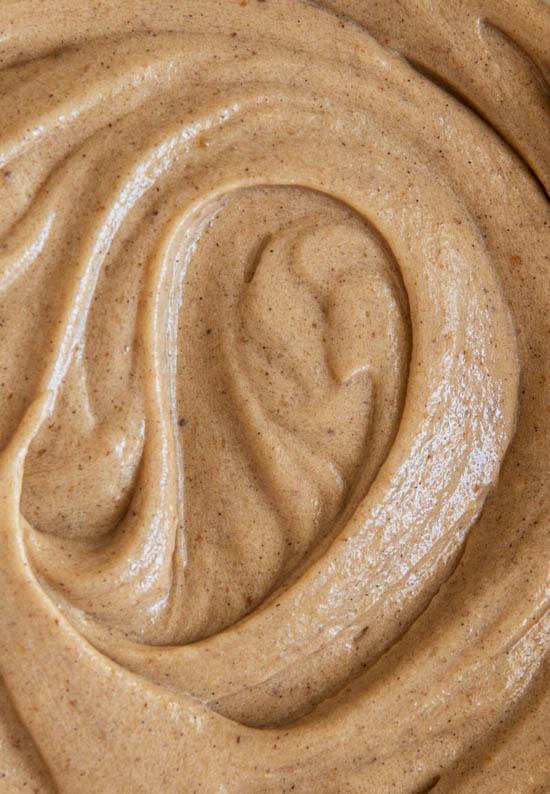 Texture vue de dessus d'un glaçage au beurre noisette et espresso